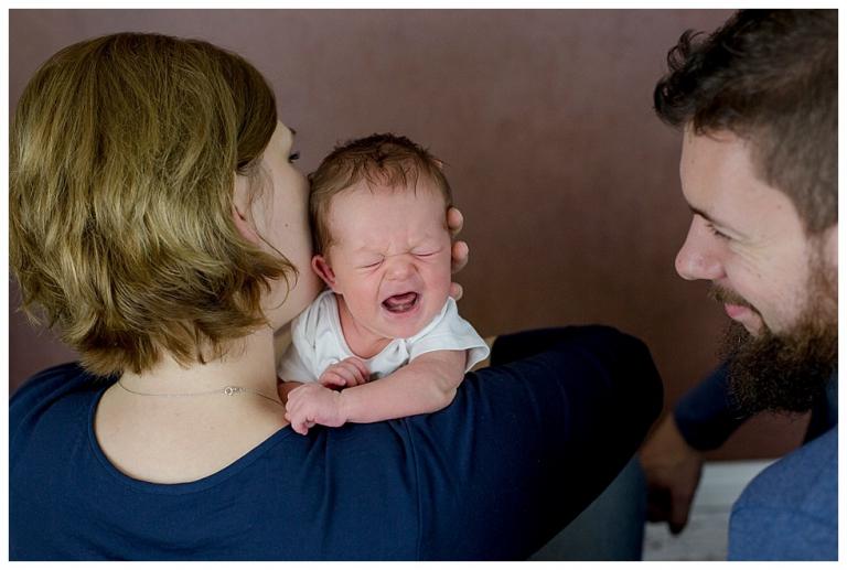 Familie mit schreienden Baby.jpg